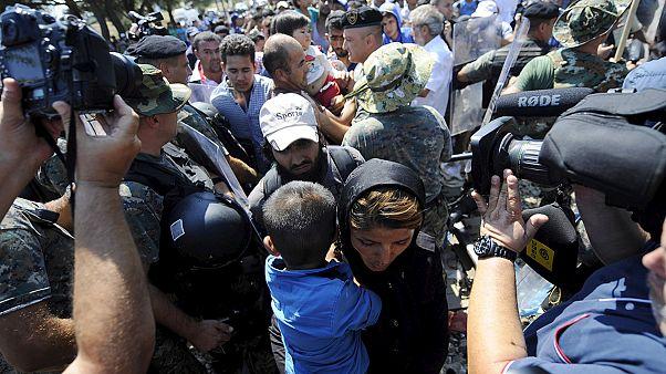 Centenas de migrantes chegam à Sérvia