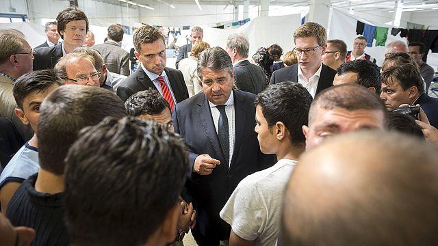 A német kormány elítéli a menekülteket zaklató neonácikat