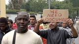 Migrants: scuffles with police as hundreds march in Milan