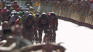 """Vuelta 2015, etapa 3: Sagan vence e Estaban Chavez segura """"vermelha"""""""