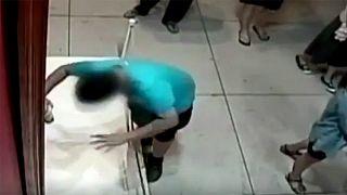 Taïwan : un jeune garçon abîme une oeuvre d'art de plus d'un million d'euros dans un musée