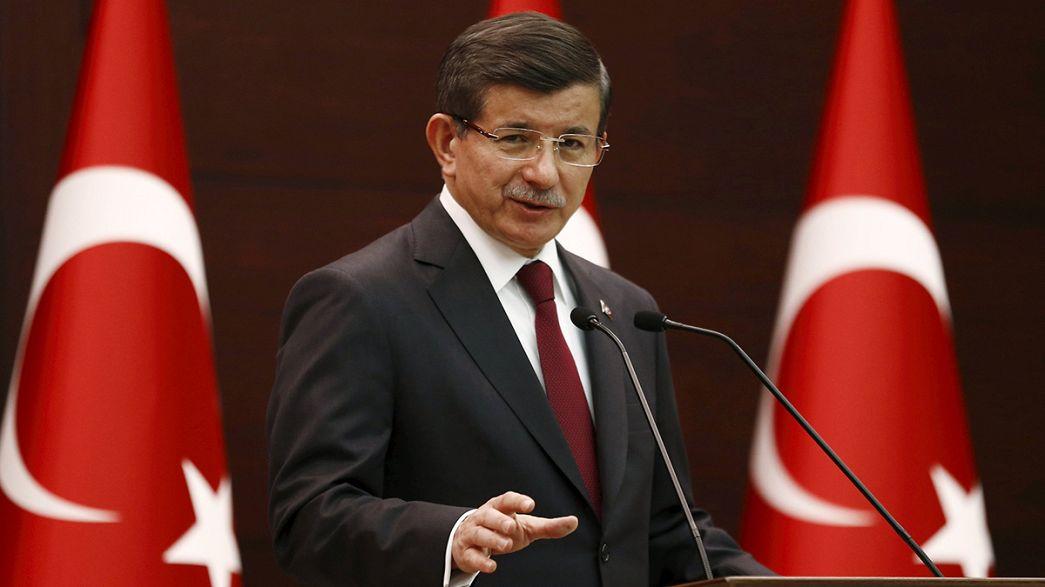 Turquie : Erdogan charge Davutoglu de former un cabinet de transition