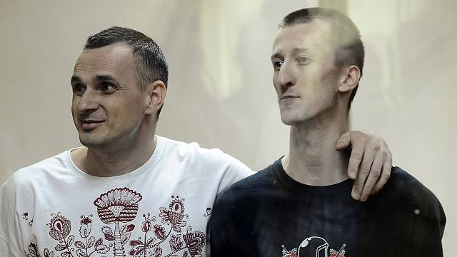 Sentsov sings Ukrainian anthem as jail sentence is read out in Russia