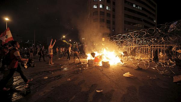 More violent protests as Lebanon's cabinet splits over rubbish crisis