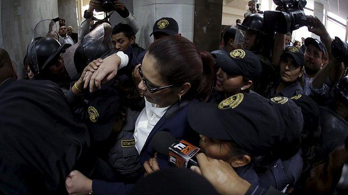 نحو رفع الحصانة عن رئيس غواتيمالا