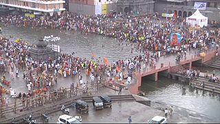 آیین مذهبی هندوها در کنار رود گوداواری آغاز شد