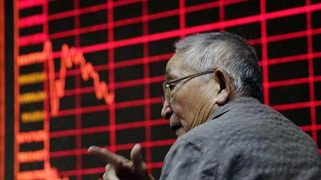 Китайские биржи открылись взлётом и падением