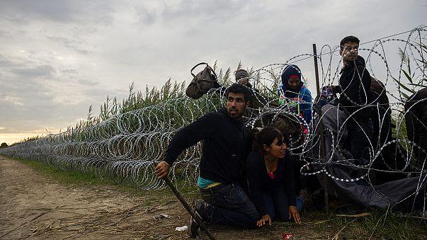 Többszörös szimbólum a határon épülő kerítés