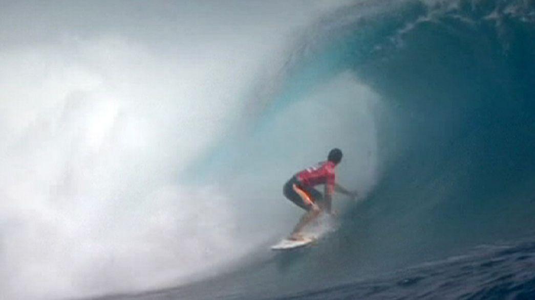 World Surf League: Jeremy Flores doma le onde di Tahiti