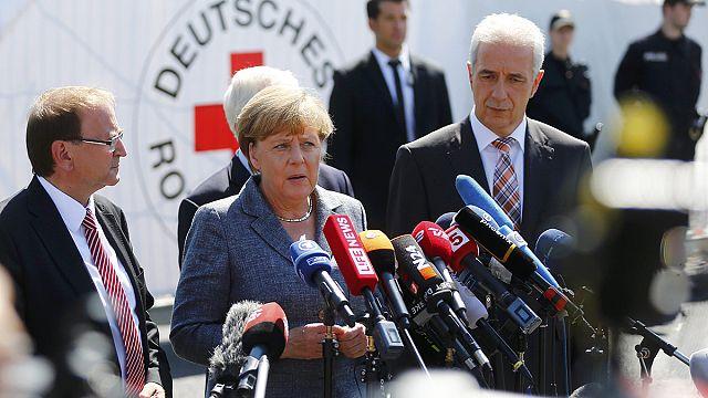 Merkel'e protestolu karşılama