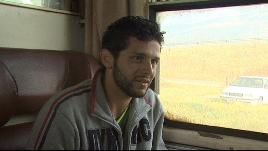 همراهی خبرنگار یورونیوز با پناهجویان در مرز مقدونیه و صربستان