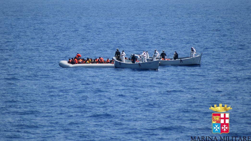 Soffocati nella stiva del barcone 51 migranti, 3.000 tratti in salvo solo ieri