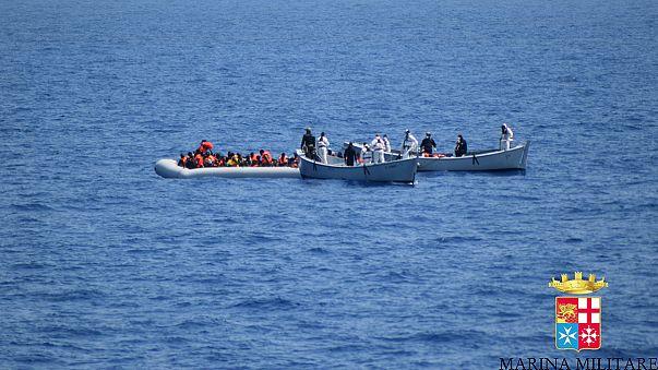 Более 50 нелегалов погибли в трюме судна, перехваченного в Средиземном море