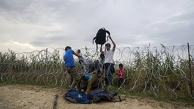 Migrants: Hungary to reinforce border with Serbia