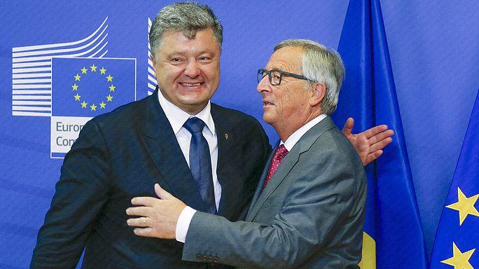 الرئيس الأوكراني في بروكسل يثني على دور فرنسا و المانيا في دعم اتفاقية مينسك