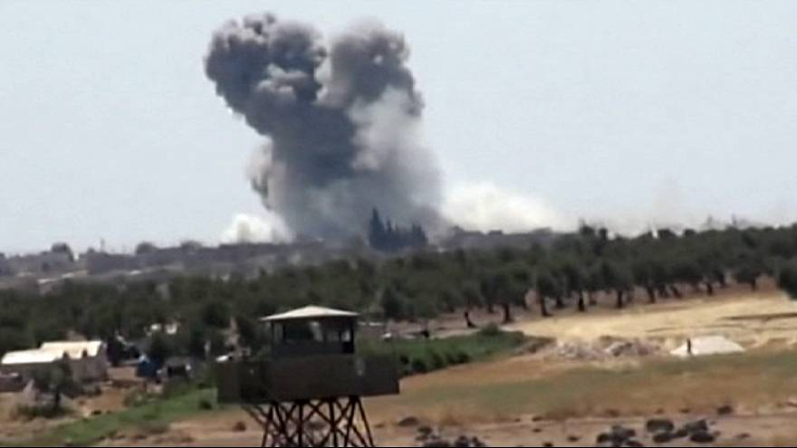 IŞİD Türkiye sınırındaki köyleri ele geçirdi