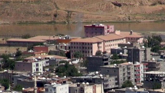Folytatódó török-kurd összecsapások Cizrében