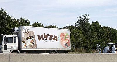 Austria: las autoridades darán a conocer este viernes el número de víctimas encontradas dentro de un camión frigorífico