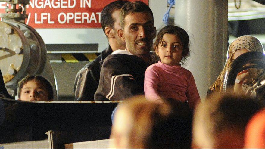 الموت يحصد أرواح العشرات إثر غرق مركب قبالة السواحل الليبية
