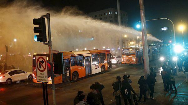 شیلی؛ اعتراض رانندگان کامیون به آتش زدن خودروهایشان توسط یک گروه معترض