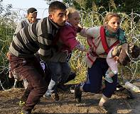 Hungary: Razor wire fence fails to halt migrant and refugee influx into EU