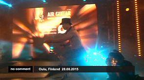 Finlandia : Concurso de guitarra invisible