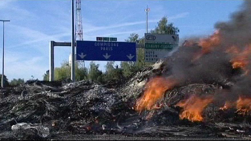 فرنسا: إزالة الحواجز التي قطعت طريق الشمال السريعة