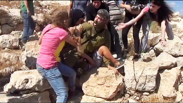 مادر فلسطینی با ضرب و شتم سرباز اسرائیلی کودکش را نجات داد