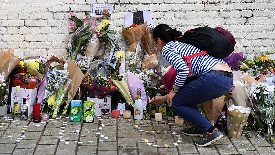 Image: Tribute to stabbing victim in London