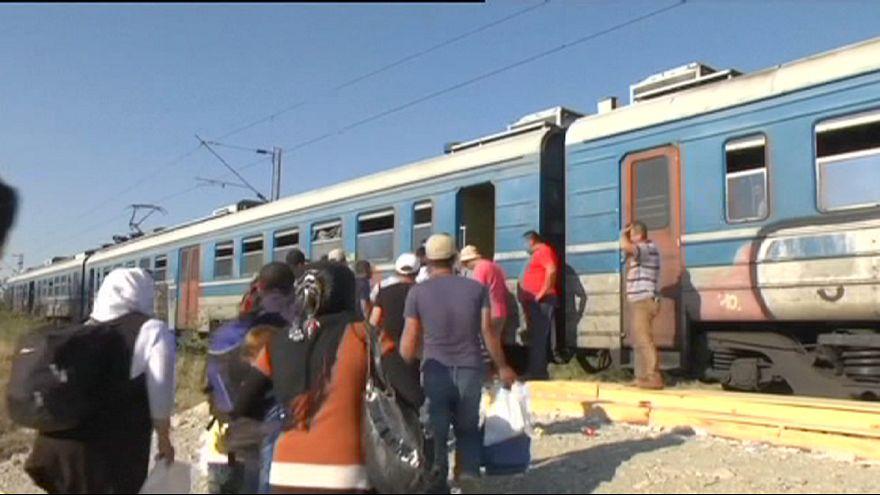 Refugiados sirios reclaman en Budapest trenes hacia Alemania