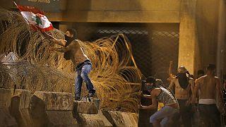 """Líbano: Aministia Internacional pede investigação a reação policial à """"crise do lixo"""""""