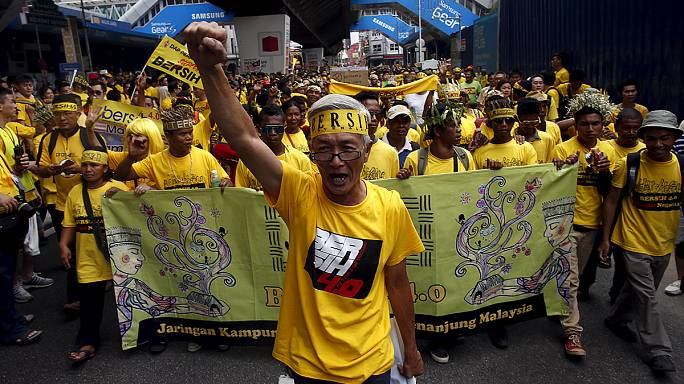 Malaysia: Ex-leader urges 'people power' to topple scandal-hit PM
