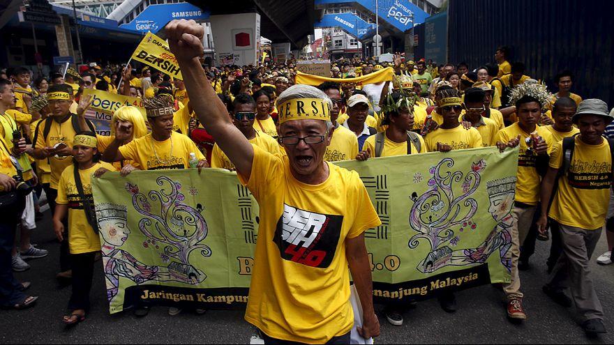 Malezya'da on binler hükümeti istifaya çağırdı