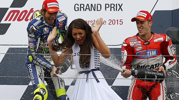 Rossi wins rainy British GP to claim championship lead