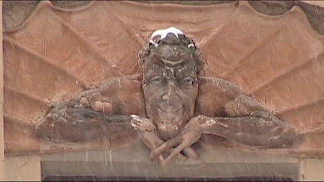 St. Petersburg'da yerinden sökülen şeytan figürü tepkiye yol açtı
