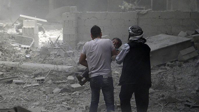 In Syrien bombardieren Regierungstruppen Vororte von Damaskus - IS-Terroristen zerstören größten Tempel in Palmyra