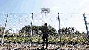 Hungary FM to meet French ambassador after border fence remarks
