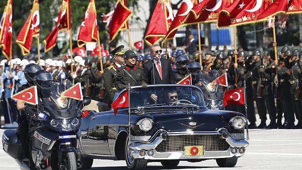 Törökország a Győzelem Napját ünnepli