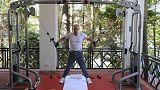 Путин и Медведев поиграли мышцами