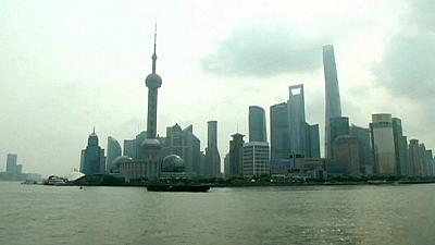 Bolsa de Xangai abre semana no vermelho