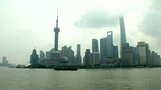 Törékeny kínai tőzsde - eséssel kezdte a hétfőt Sanghaj
