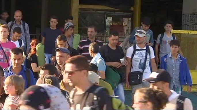 Des milliers de nouveaux migrants débarquent en Grèce.