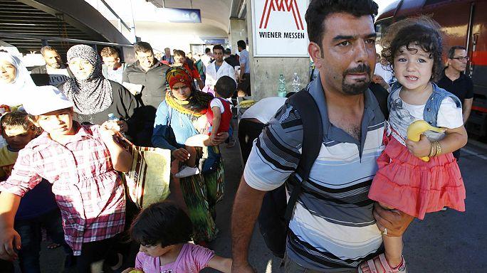 Австро-венгерская граница: многокилометровые пробки и битком набитые поезда