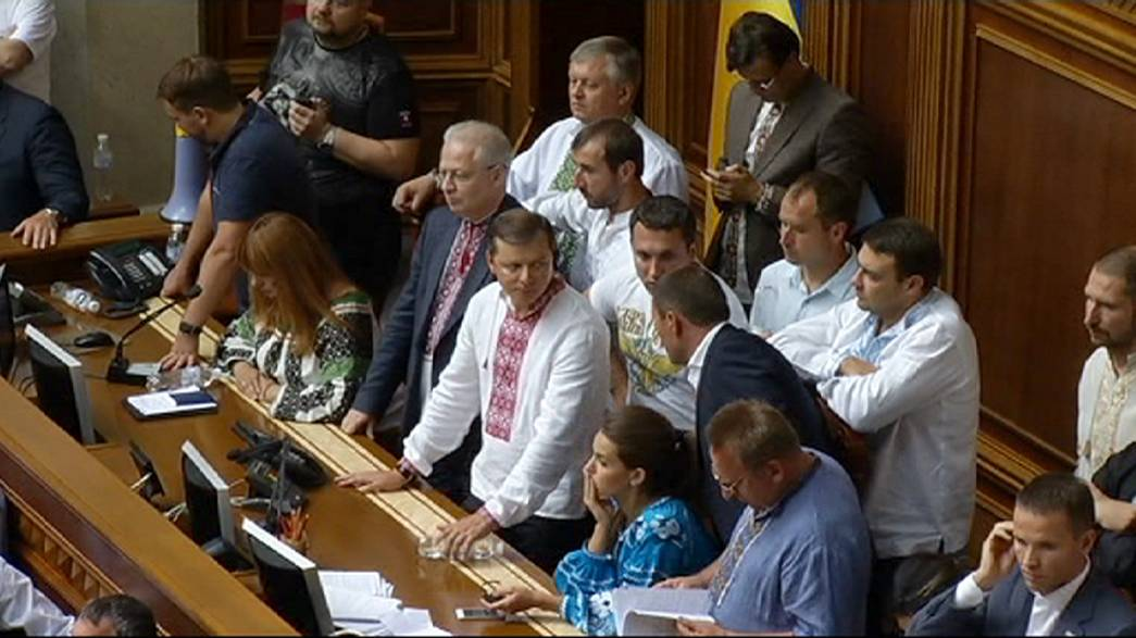"""Descentralização """"divide"""" Ucrânia apesar de SIM do parlamento"""
