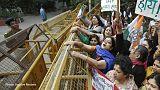 Világszerte védelmet követelnek a két megerőszakolásra ítélt indiai nőnek