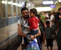 Hungary's hardline stance on refugees 'benefits' people smugglers