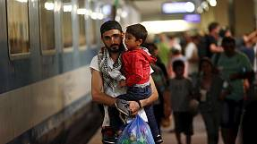 Hungary's hardline stance on refugees 'benefits' people smugglers