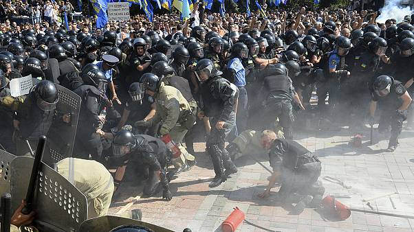 Violence outside Kyiv parliament over separatist autonomy law