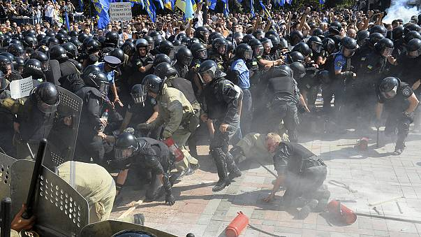 """Ukrayna'da """"özerklik"""" protestosu kanlı bitti"""