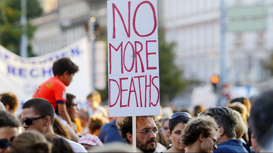 Вена: многотысячный марш в поддержку беженцев